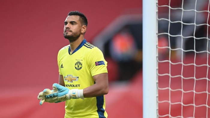 MANCHESTER, ENGLAND - AUGUST 05: Sergio Romero of Manchester United in action during the UEFA Europa League round of 16 second leg match between Manchester United and LASK at Old Trafford on August 05, 2020 in Manchester, England. (Photo by Michael Regan/Getty Images)
