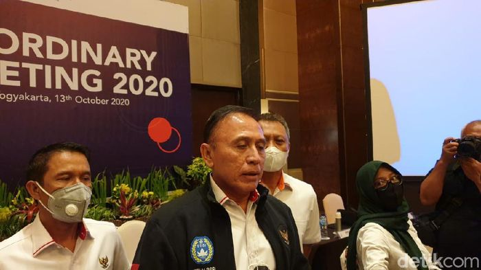 extraordinary club meeting 2020 antara klub Shopee Liga 1 2020 dengan PT LIB dan PSSI, termasuk ketum PSSI Mochamad Iriawan, di Yogyakarta, Selasa (13/10/2020).