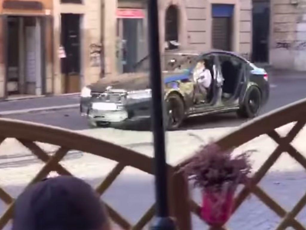 Syuting Mission: Impossible 7, Tom Cruise Nyetir BMW M5 Tanpa Pintu