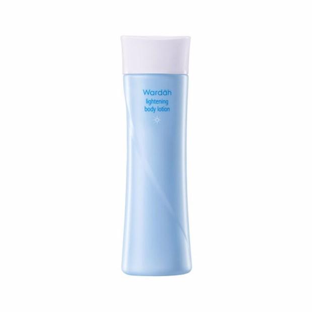 Produk ini mengandung ekstrak licorice yang efektif mencerahkan kulit