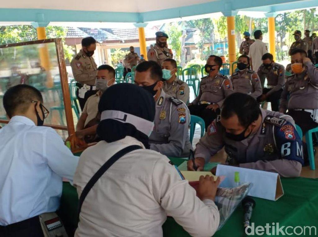 15 Polisi Dangdutan Langgar Prokes di Pasuruan Hanya Didenda Rp 100 Ribu