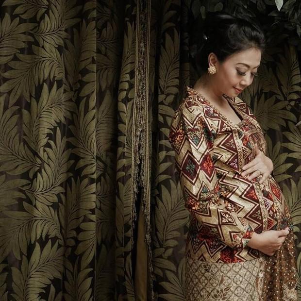 Artis cantik Indonesia yang melahirkan