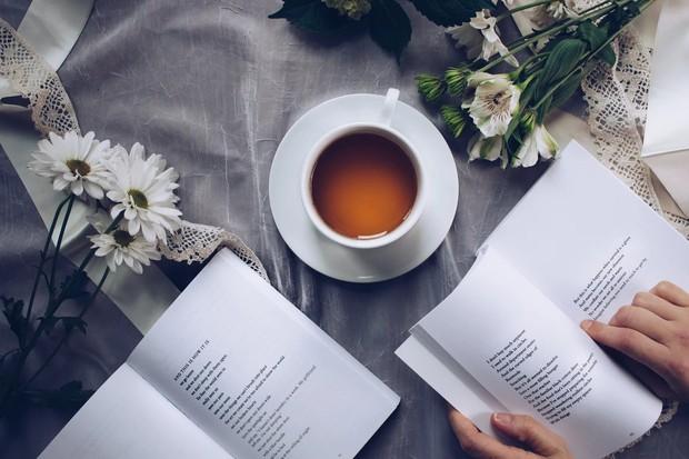 melakukan hobi sebelum tidur seperti membaca buku bisa bikin langsing