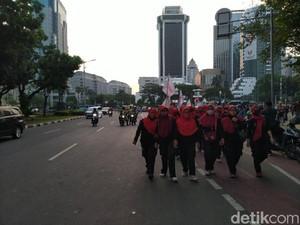 Orasi Selesai, Buruh Demo Omnibus Law di Patung Kuda Jakpus Bubarkan Diri