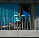 Dari Balkon, Ronaldo kasih Jempol untuk Rekan-rekannya