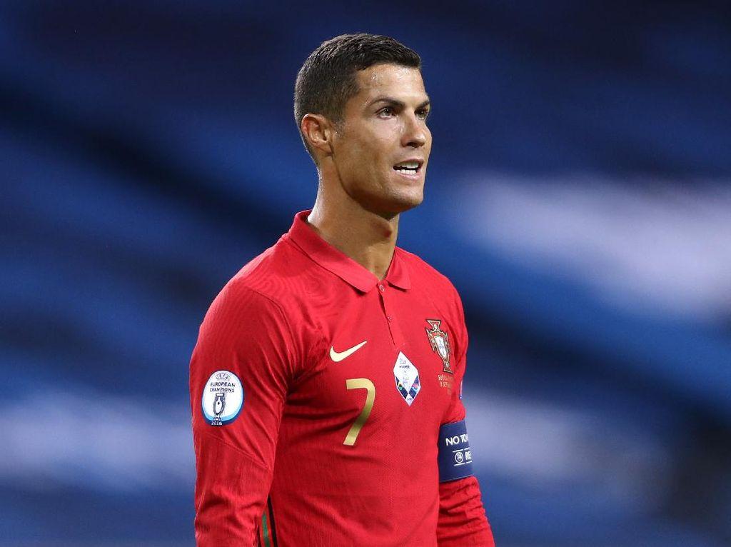 Gantengnya Cristiano Ronaldo Bikin Petugas Imigrasi Klepek-klepek