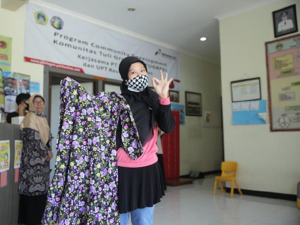 Karya Fesyen Anggota Komunitas Tuli Bikin Guru ESMOD Jakarta Bangga