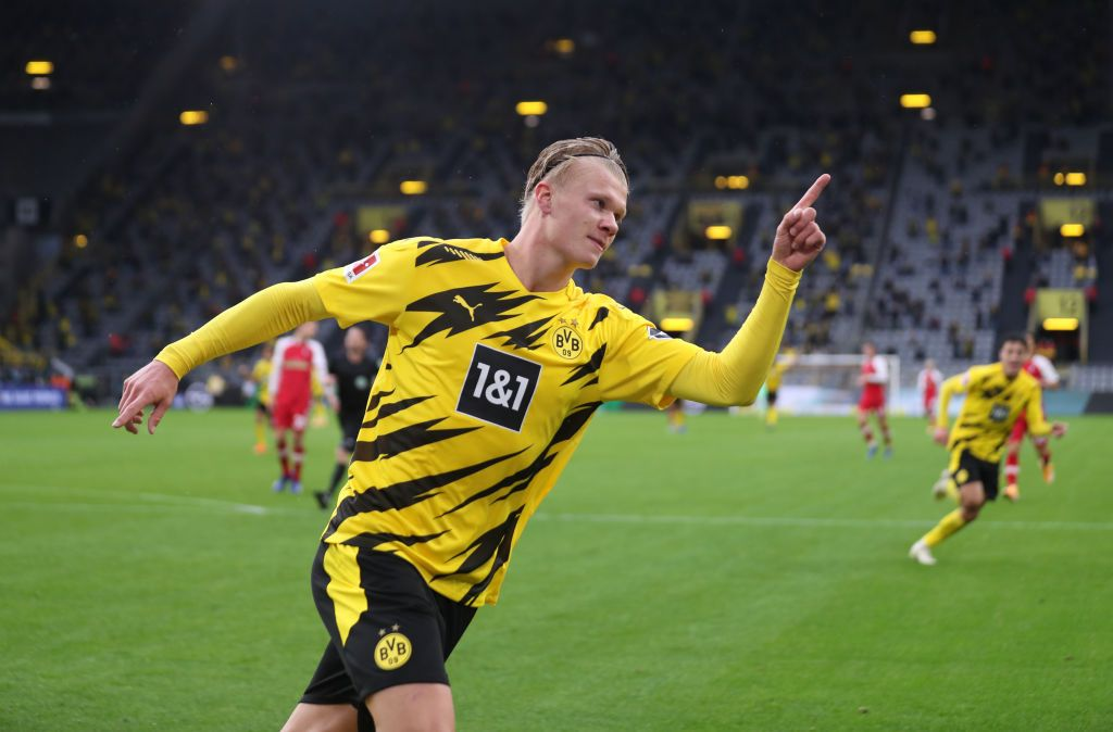 DORTMUND, GERMANY - OCTOBER 03: Erling Haaland of Borussia Dortmund celebrates after scoring his team's third goal during the Bundesliga match between Borussia Dortmund and Sport-Club Freiburg at Signal Iduna Park on October 03, 2020 in Dortmund, Germany. A limited number of fans have been allowed into the stadium as COVID-19 precautions ease in Germany. (Photo by Lars Baron/Getty Images)