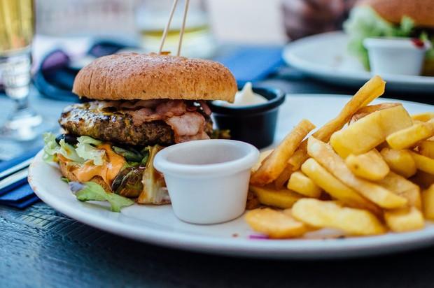 fast food disebut sebagai salah satu makanan penyebab mimpi buruk