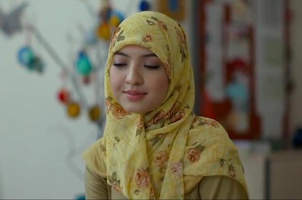 Raline Shah berperan sebagai Fatma