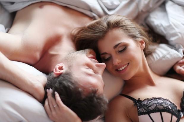 Nah, fetish sendiri umumnya dikaitkan dengan sebuah tindakan atau benda yang dianggap sangat besar perannya dalam memberikan kesan erotis meskipun benda itu tidak benar-benar dibutuhkan dalam menikmati hubungan seksual itu sendiri.