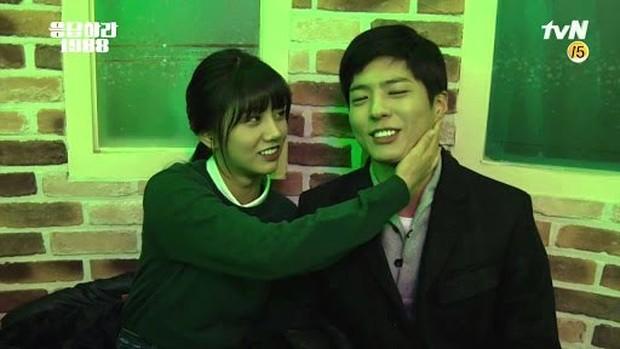 """Hyeri dan Park Bo Gum Sebagai Pasangan di """"Reply 1988""""/ Foto: Koreaboo"""