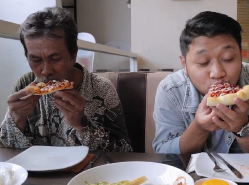 Cicip Pizza hingga Boba Pertama Kali, Ekspresi 5 Orang Ini Bikin Haru