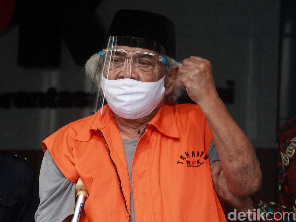 Kepalan Tangan Tersangka Korupsi Syamsul Hilal
