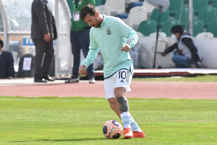 MIRAFLORES, BOLIVIA - OCTOBER 13: Lionel Messi of Argentina warms up before a match between Bolivia and Argentina as part of South American Qualifiers for Qatar 2022 at Estadio Hernando Siles on October 13, 2020 in Miraflores, La Paz, Bolivia. (Photo by Javier Mamani/Getty Images)