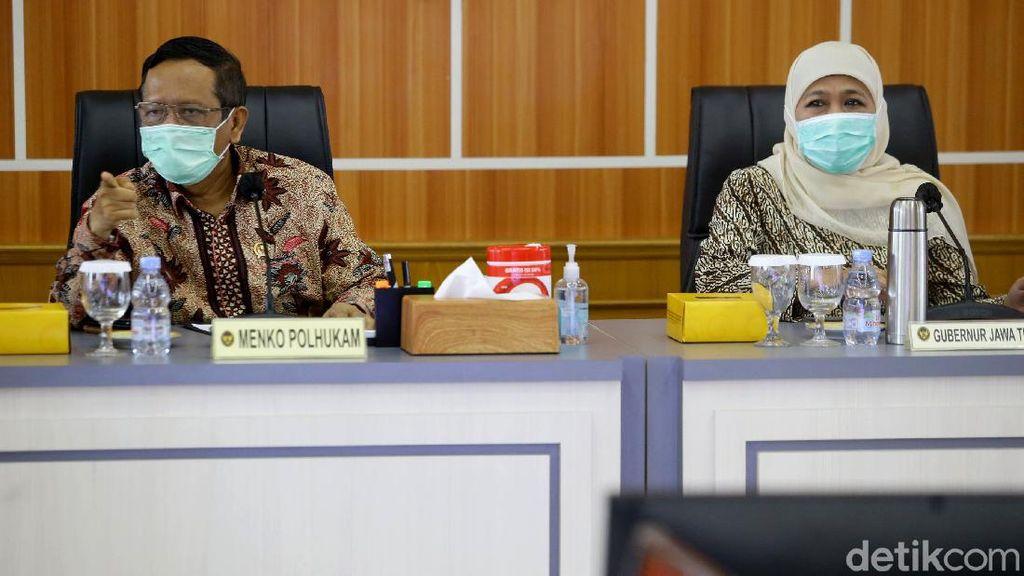 Momen Khofifah Rakor Bersama Mahfud MD Bahas Omnibus Law