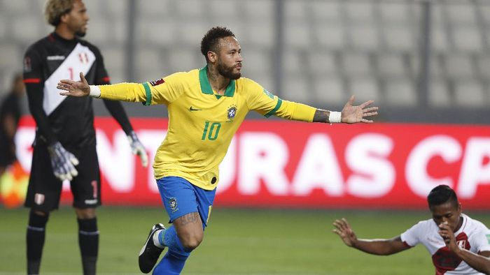 LIMA, PERU - OCTOBER 13: Neymar Jr. of Brazil celebrates after scoring the fourth goal of his team during a match between Peru and Brazil as part of South American Qualifiers for Qatar 2022 at Estadio Nacional de Lima on October 13, 2020 in Lima, Peru. (Photo by Paolo Aguilar-Pool/Getty Images)