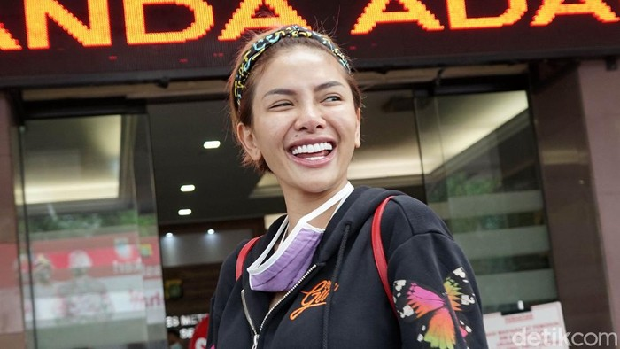 Nikita Mirzani saat ditemui di Polres Jakarta Selatan.