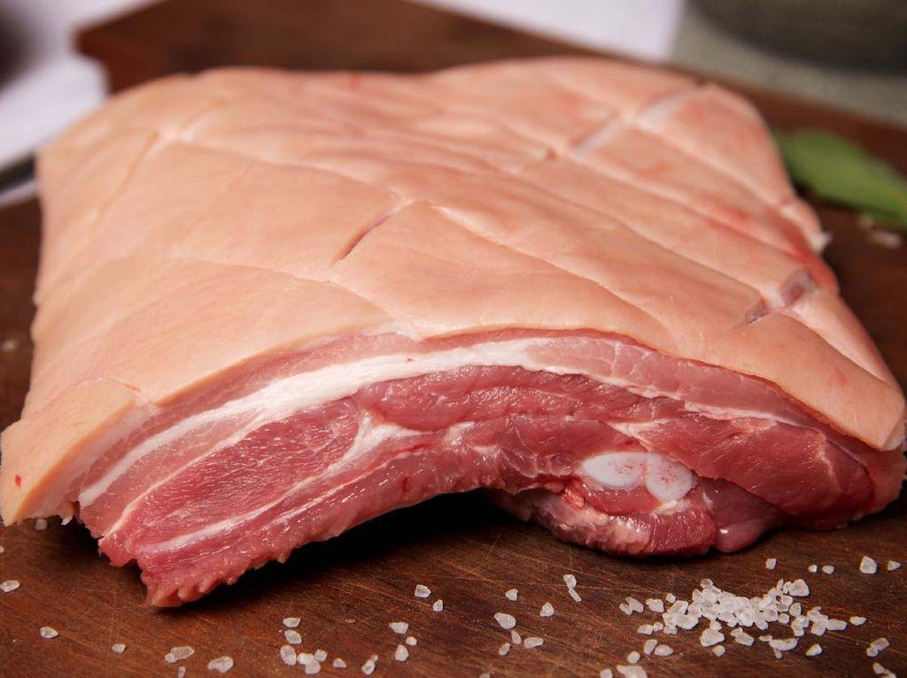 Umat Muslim Bisa Lakukan Hal Ini Saat Terlanjur Makan Daging Babi