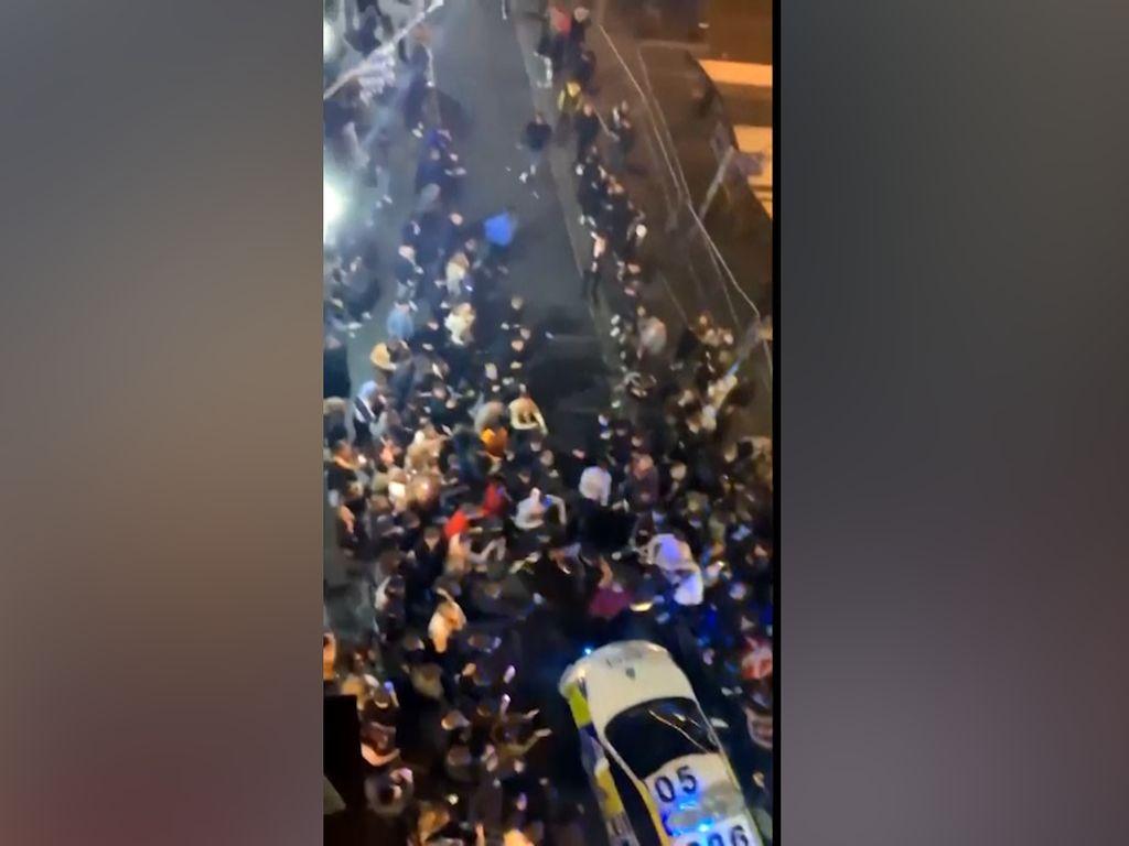 Video Protes Lockdown, Warga Liverpool Pesta di Jalan