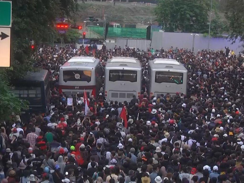 Demo Protes Anti-Pemerintah di Thailand Berujung Dekrit Darurat