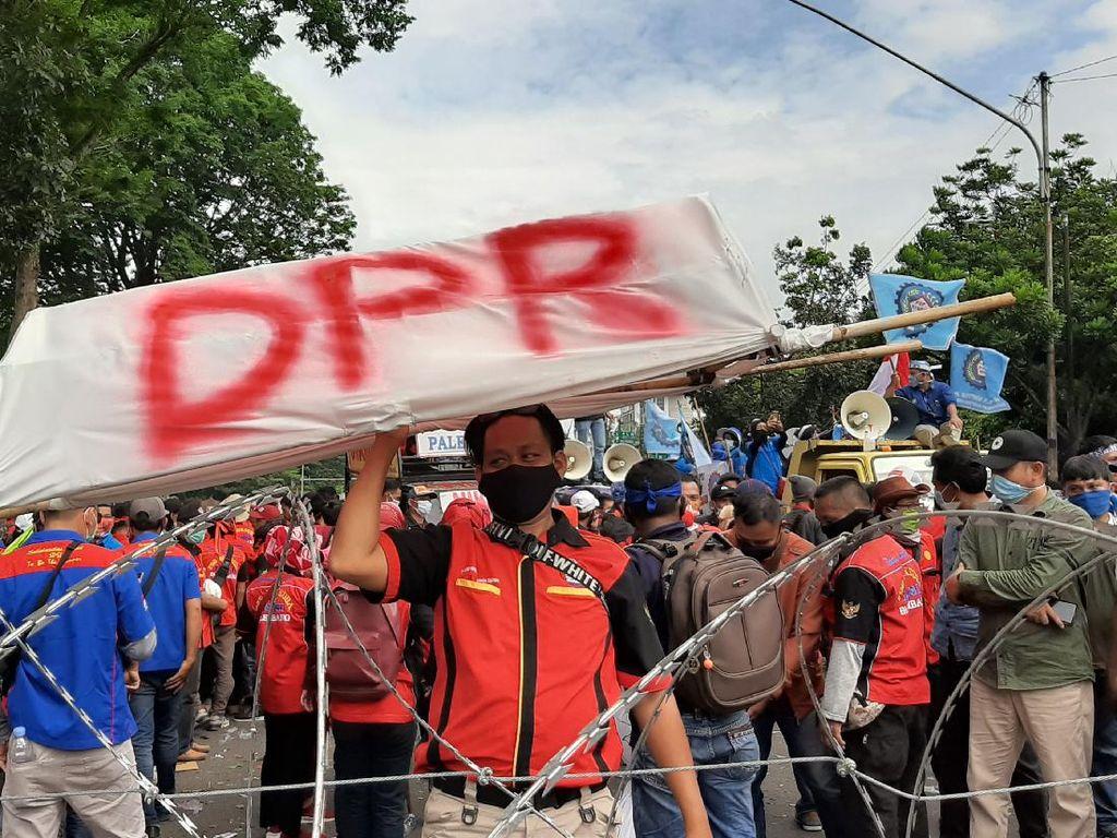 Temui Massa Demo, Gubernur Sumsel Janji Sampaikan Aspirasi Buruh ke Jokowi