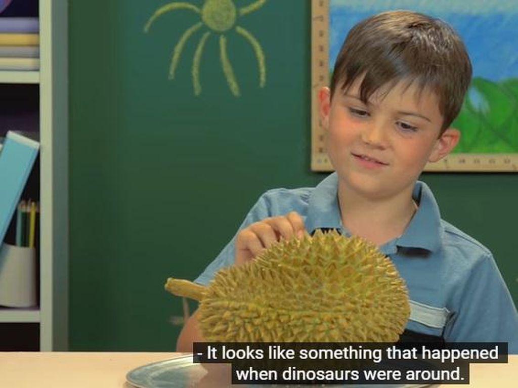 Cicip Durian Pertama Kali, Bocah Amerika: Kayak Bau Kentut!