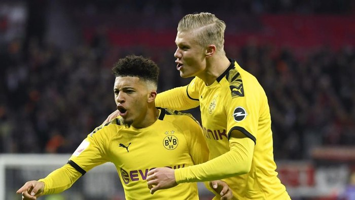 (L-R) Dortmunds English forward Jadon Sancho and Dortmunds Norwegian forward Erling Braut Haaland celebrate a goal that was cancelled by VAR during the German first division Bundesliga football match Bayer 04 Leverkusen vs BVB Borussia Dortmund in Leverkusen, western Germany on February 8, 2020. (Photo by INA FASSBENDER / AFP) / RESTRICTIONS: DFL REGULATIONS PROHIBIT ANY USE OF PHOTOGRAPHS AS IMAGE SEQUENCES AND/OR QUASI-VIDEO