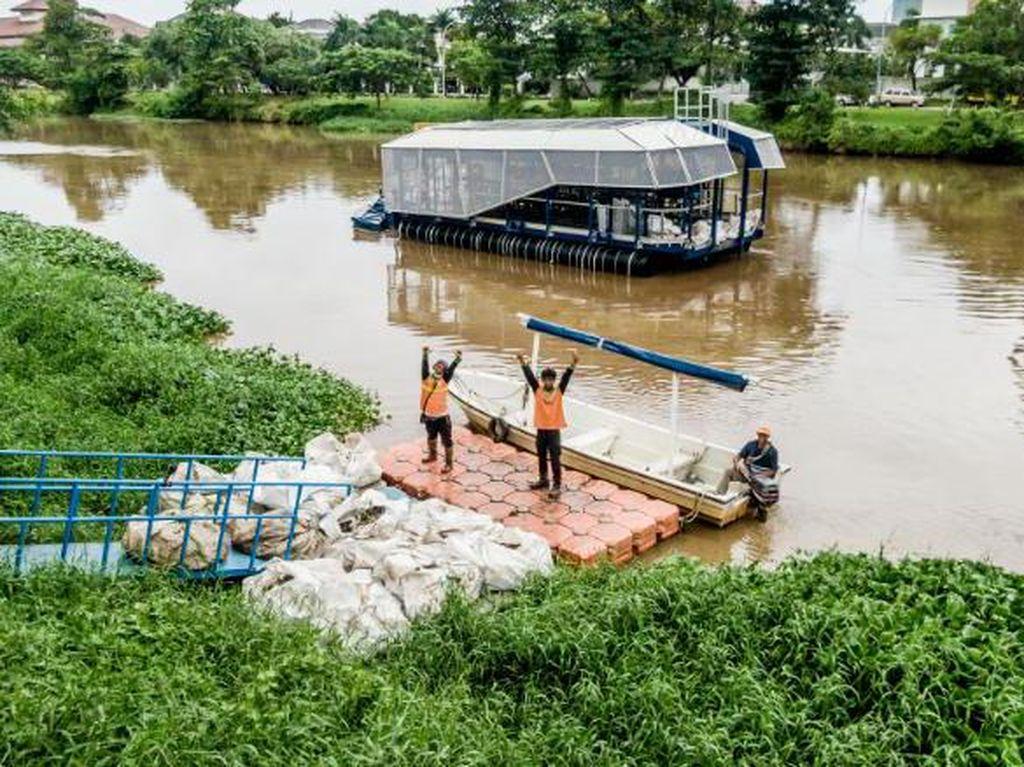 Kisah Pemuda Belanda Bersihkan Sungai Tercemar Jakarta-KL