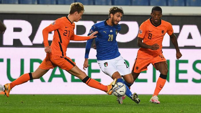 BERGAMO, ITALY - OCTOBER 14:  Manuel Locatelli of Italy in action during the UEFA Nations League group stage match between Italy and Netherlands at Stadio Atleti Azzurri dItalia on October 14, 2020 in Bergamo, Italy.  (Photo by Claudio Villa/Getty Images)