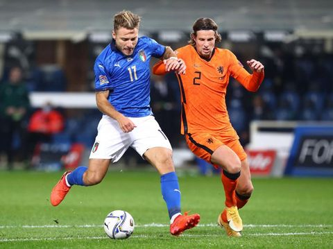 BERGAMO, ITALY - OCTOBER 14:  Ciro Immobile of Italy competes for the ball with Hans Hateboer of Netherlands during the UEFA Nations League group stage match between Italy and Netherlands at Stadio Atleti Azzurri d'Italia on October 14, 2020 in Bergamo, Italy.  (Photo by Marco Luzzani/Getty Images)