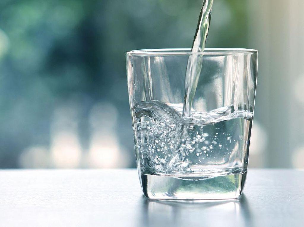 8 Tanda Tubuh Jika Kamu Terlalu Banyak Minum Air