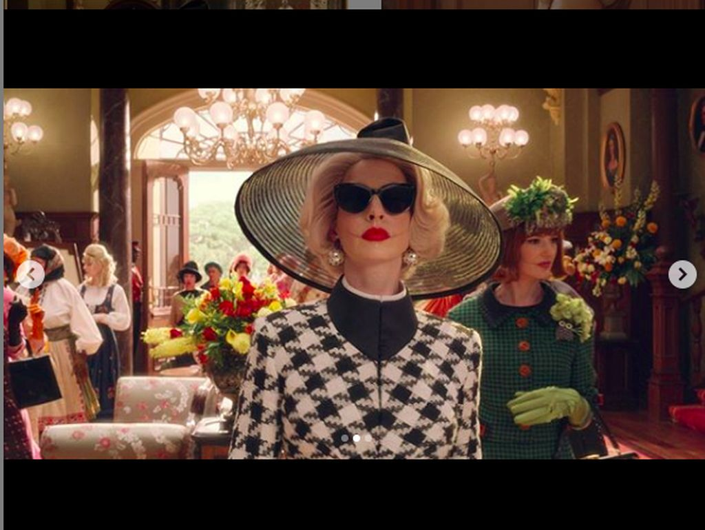 Anne Hathaway Berubah Menyeramkan Jadi Penyihir