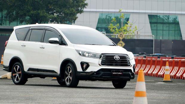 Toyota Fortuner 2020  dan Toyota Innova 2020