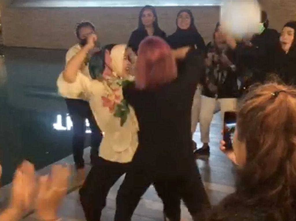 Heboh Emak-emak Party Berjoget di Hotel Saat Pandemi