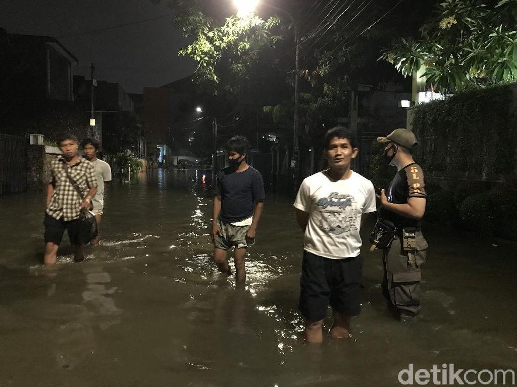 Perumahan di Belakang Walkot Jaksel Kebanjiran, Genangan Capai 50 Cm