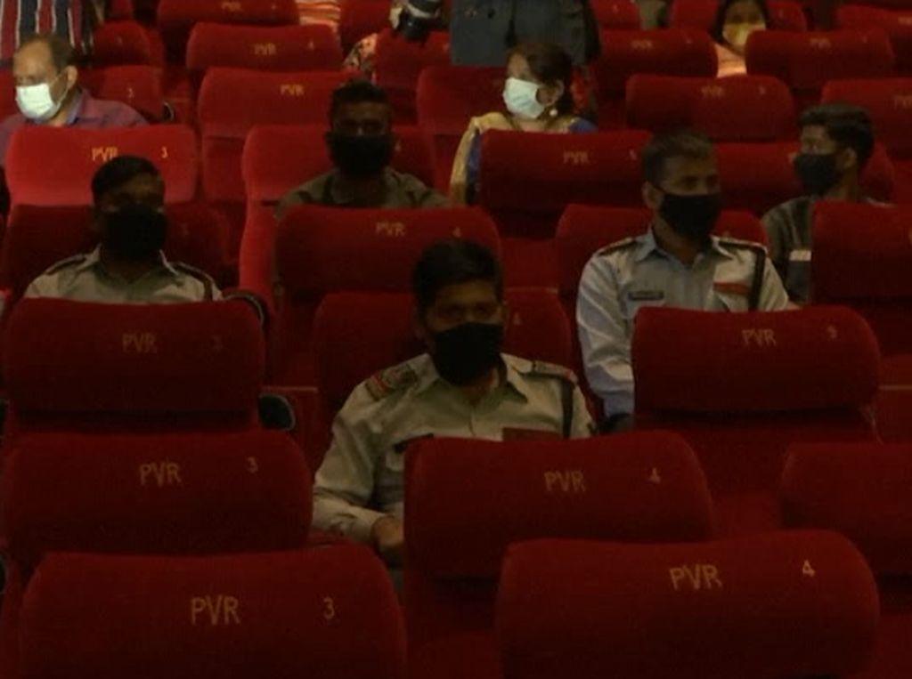 Kasus Corona Harian Masih 60 Ribuan, India Nekat Buka Bioskop