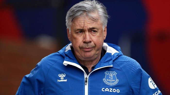 LONDON, ENGLAND - SEPTEMBER 26: Carlo Ancelotti, Manager of Everton looks on during the Premier League match between Crystal Palace and Everton at Selhurst Park on September 26, 2020 in London, England. Sporting stadiums around the UK remain under strict restrictions due to the Coronavirus Pandemic as Government social distancing laws prohibit fans inside venues resulting in games being played behind closed doors. (Photo by Bradley Collyer - Pool/Getty Images)