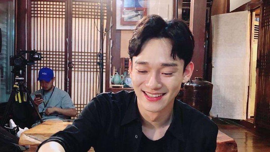 Momen-momen Seru Chen EXO Saat Ngopi dan BBQ-an