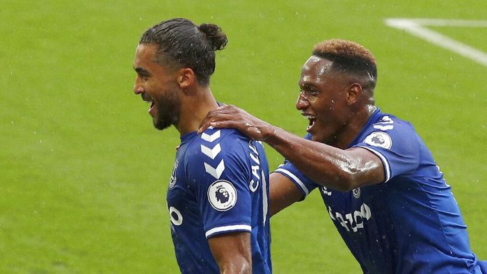 Evertons Dominic Calvert-Lewin, left, celebrates after scoring his sides first goal during the English Premier League soccer match between Everton and Brighton at the Goodison Park stadium in Liverpool, England, Saturday, Oct. 3, 2020. (Peter Byrne/Pool via AP)