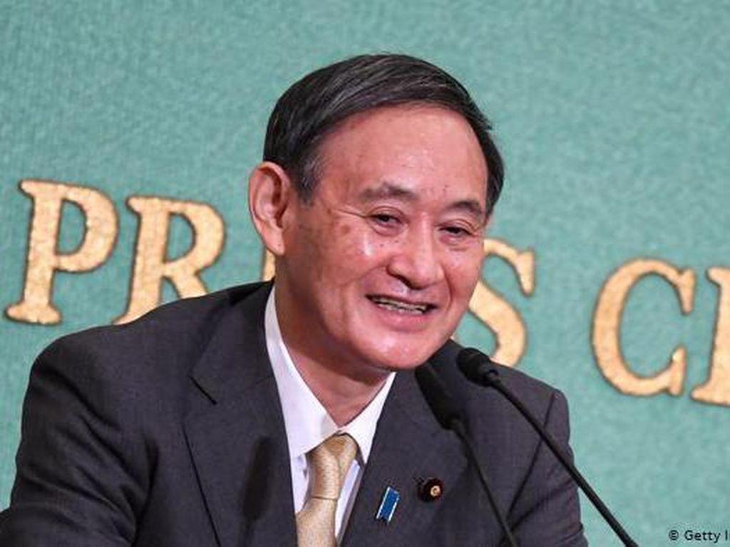 PM Yoshihide Suga di Hanoi, Jepang Akan Transfer Alutsista ke Vietnam