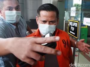 Lepasnya Seragam Korps Bhayangkara 2 Jenderal Saat Dilimpahkan ke Jaksa