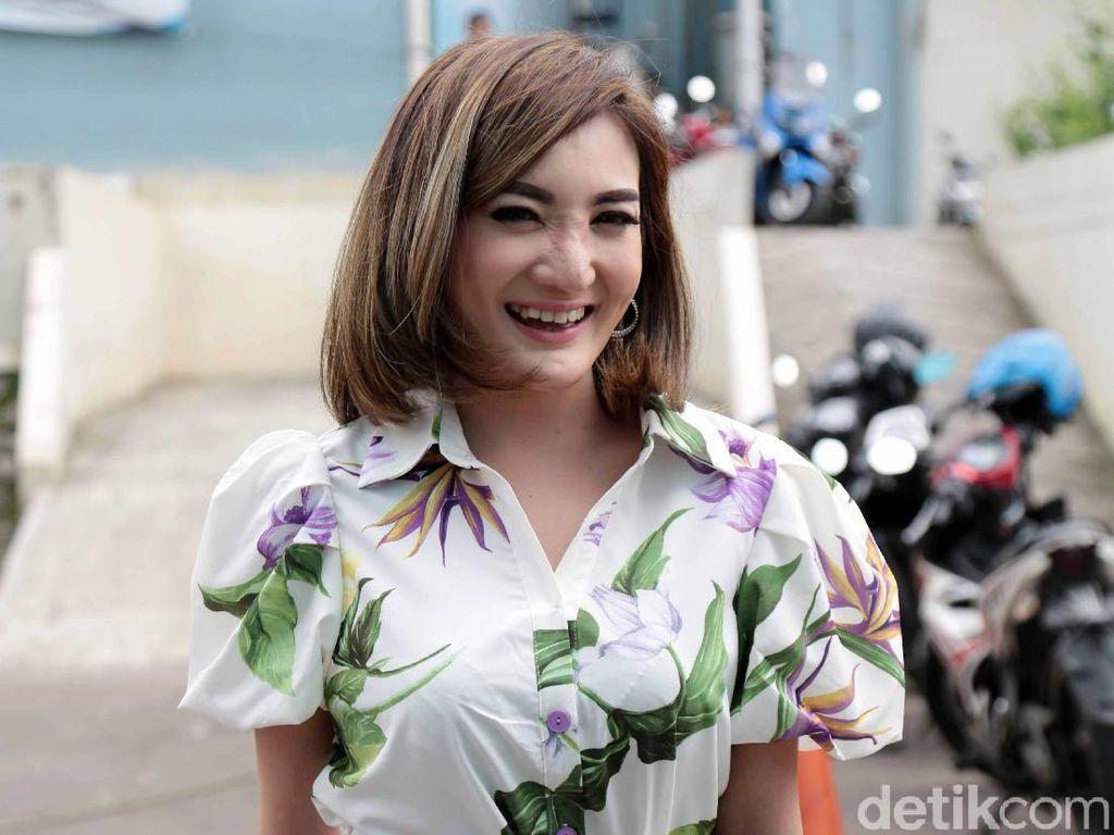 Kiki Amalia Tersenyum Usai Cerita Diselingkuhi 10 Kali Jadi Berkah