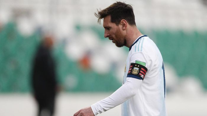 Argentinas Lionel Messi reacts during a qualifying soccer match against Bolivia for the FIFA World Cup Qatar 2022 in La Paz, Bolivia, Tuesday, Oct. 13, 2020. (AP Photo/Juan Karita)