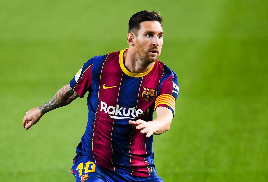 BARCELONA, SPAIN - OCTOBER 04: Lionel Messi of FC Barcelona looks on during the La Liga Santander match between FC Barcelona and Sevilla FC at Camp Nou on October 04, 2020 in Barcelona, Spain. Football Stadiums around Europe remain empty due to the Coronavirus Pandemic as Government social distancing laws prohibit fans inside venues resulting in fixtures being played behind closed doors. (Photo by David Ramos/Getty Images)