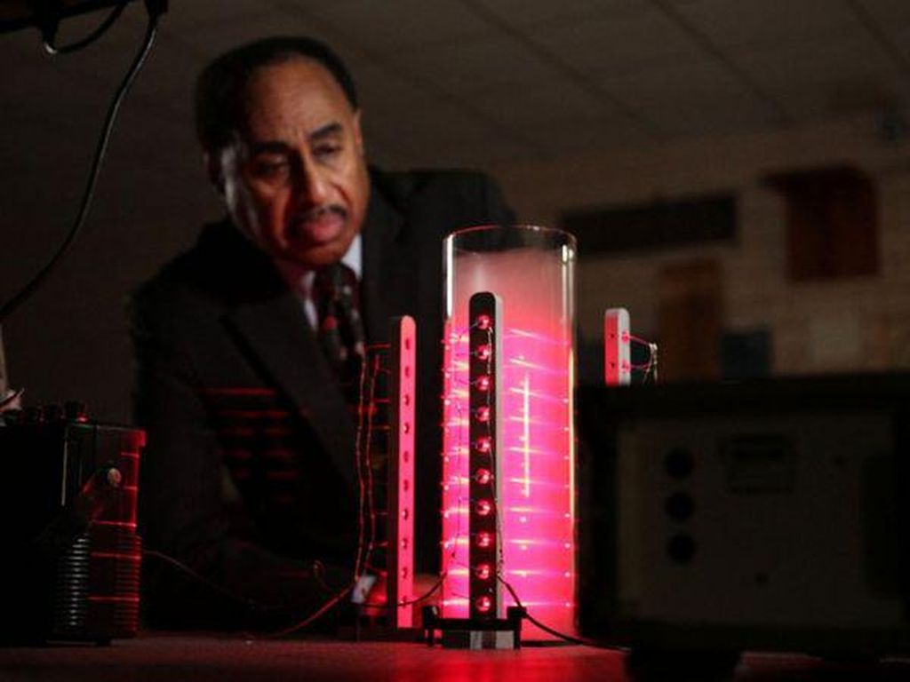 Ilmuwan Ini Coba Bikin Mesin Waktu Seperti Back to The Future