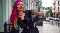Model Instagram dengan Pipi Paling Besar di Dunia
