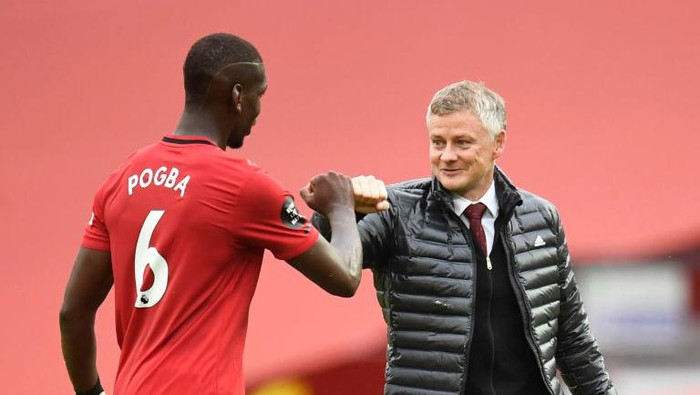 MANCHESTER, ENGLAND - JULY 04: Paul Pogba of Manchester United and Ole Gunnar Solskjaer, Manager of Manchester United fist bump following during the Premier League match between Manchester United and AFC Bournemouth  at Old Trafford on July 04, 2020 in Manchester, England. Football Stadiums around Europe remain empty due to the Coronavirus Pandemic as Government social distancing laws prohibit fans inside venues resulting in all fixtures being played behind closed doors. (Photo by Peter Powell/Pool via Getty Images)