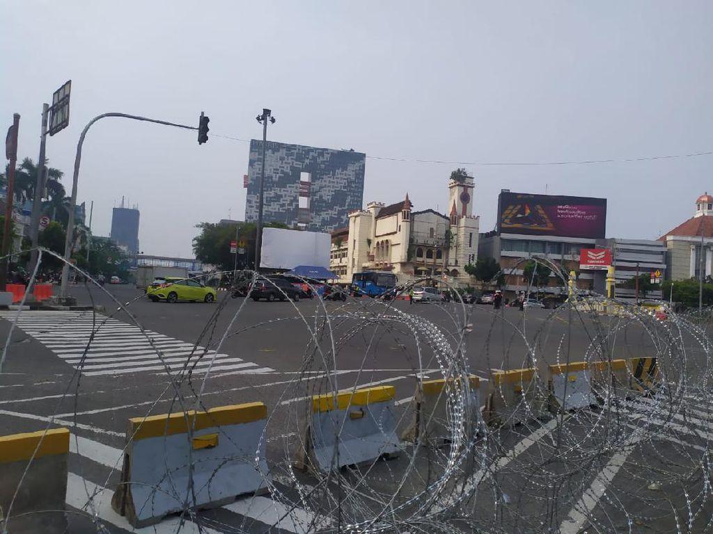 Pengamanan Diperketat, Lalin Harmoni ke Istana Ditutup Pagar Berduri