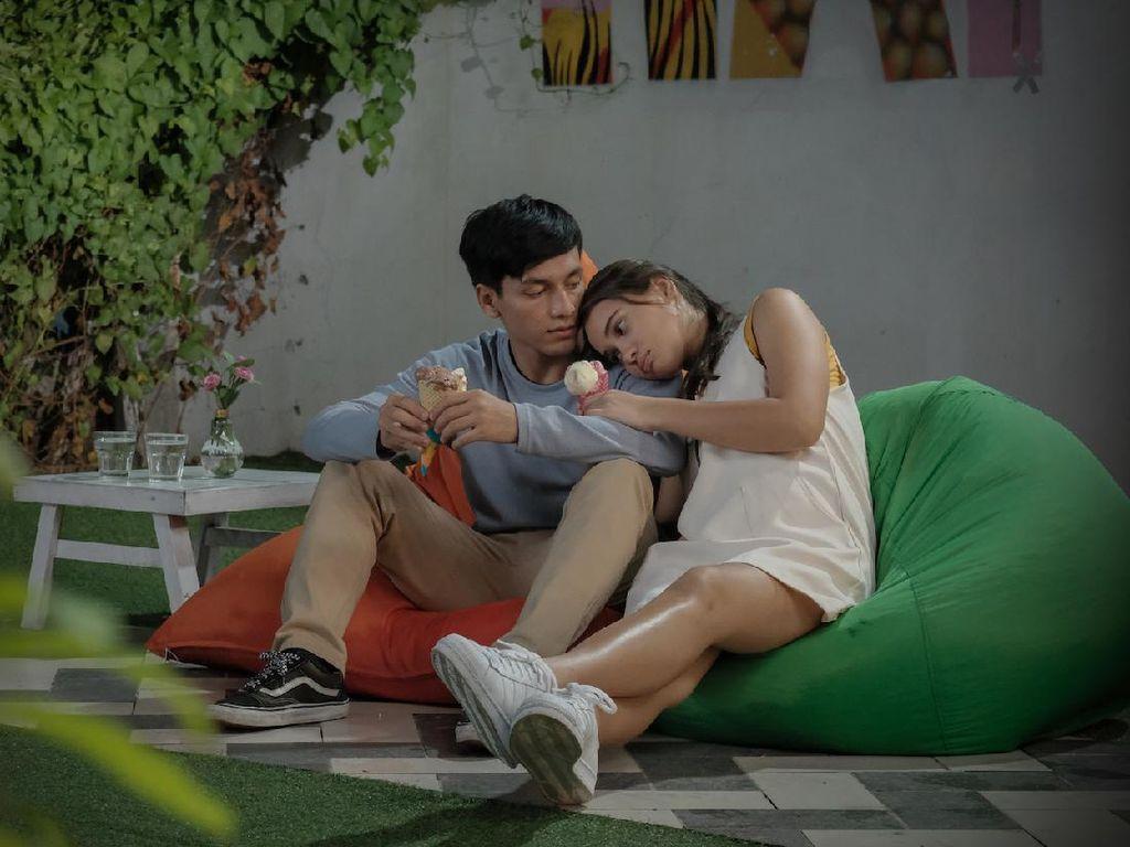 Drama Cinta Remaja Seperti Hujan yang Jatuh ke Bumi